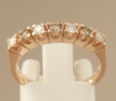 Rose gold 14 kt ring set with seven white and champagne coloured brilliant cut diamonds of approx. 0.35 ct in total,17.25 (54)