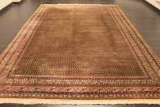 Magnificent hand-knotted oriental palace carpet, Sarouk Mir, 250 x 350 cm, made in India. High-quality highland wool