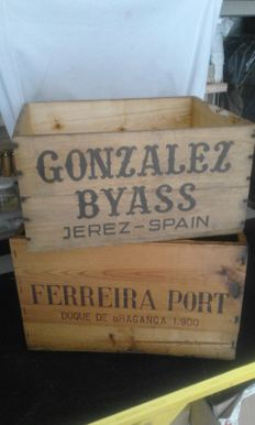 "Wooden box ""Ferreira Port"" Dunque de Braganca 1.900 for wine - 1970s - plus wooden box ""Gonzalez Byass"" - Jerez, Spain also for wine - 1970s"