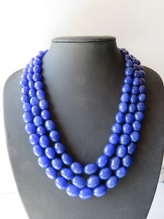 Indian necklace made from 3 rows of sapphire.
