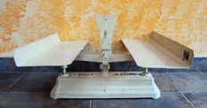 Unusual counter top scale with unusual plates and 2 kg weight with stamps - Germany - early 1900s -
