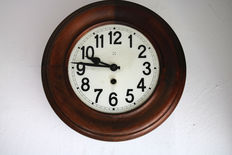 Wood wall clock – round – circa 1900