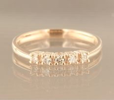 Rose gold ring, 14 kt, set with five brilliant cut diamonds of approx. 0.18 carat in total, ring size 17 (53)