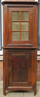 Oak corner cabinet with display case – the Netherlands – ca. 1800