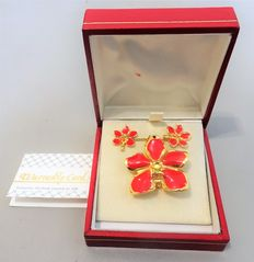 Gold-plated 22 kt, genuine orchids with red enamel – necklace, pendant/brooch and earrings in box – with Emas warranty card.