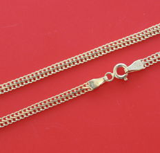 Chain in 18 kt yellow gold. 55 cm