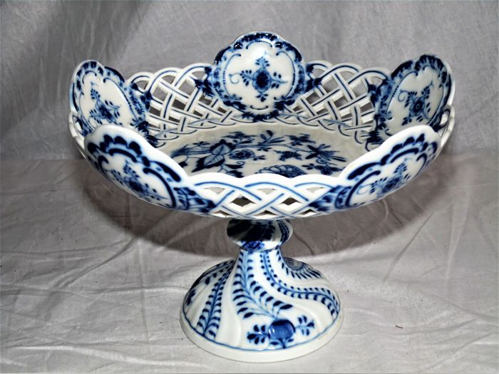 "Meissen ""Blue Onion"" Crossed Swords 8"" Reticulated Plate"