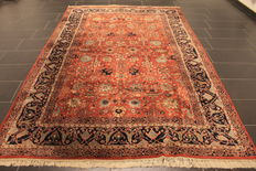 High quality hand-knotted Turkish Hereke carpet, made in Turkey wool on cotton, 200 x 300 cm