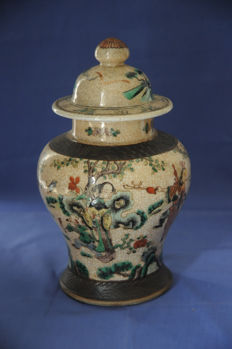 Porcelain vase with lid - China - begin 20th century
