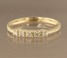 Yellow gold ring of 14 kt set with five brilliant cut diamonds of approx. 0.15 ct in total – ring size 17.25 (54)