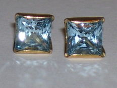Yellow, 14 karat gold stud earrings 