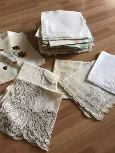 A lot consisting of 38 handkerchiefs - from different countries - 19th and 20th century