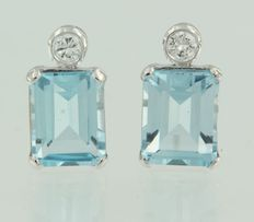 White gold 14 kt earrings with blue topaz and brilliant cut diamond, the top of the stud earring is 1.3 cm long by 7.3 mm wide