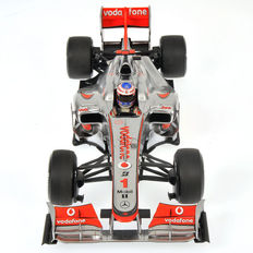 Minichamps - Scale 1/18 - Vodafone McLaren Mercedes MP4-25 J. Button 2010