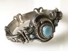 Silver bracelet with nice pattern and turquoise