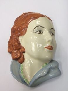 L & Sons Ltd - Ceramic wall face plaque