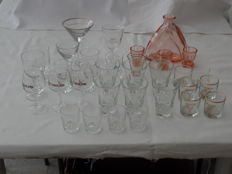 Lot of 30 liqueur-and aperitif glasses + carafe with 3 glasses.