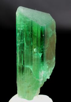 Facet Grade Terminated Lush Green Color Kunzite Hiddenite Crystal - 56 x 29 x 16mm - 56 gm
