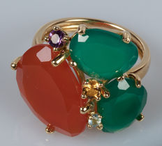 18 kt yellow gold ring with green agate and sapphires – size 14