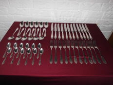 Beautiful silver-plated cutlery, for 12 persons, from the 1960's, noticed 90/100, cutlery with an exclusive look