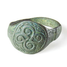 Late Roman / Merovingian bronze ring with spiral motif - 22.3 mm