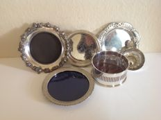 Lot with 5 silver plated wine coasters and a taste vin, France, England, 2nd half of 20th century.