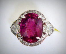 White gold ring with tourmaline 7.20 ct and diamonds 1.36 ct - no reserve price