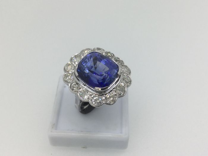 Ring: Platinum, Verneuil sapphire (synthetic) and diamonds. Size 52.