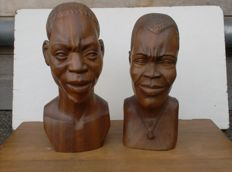 Two vintage decorative busts in wood - Africa
