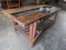 Sturdy heavy beechwood workbench, pristine and with vice
