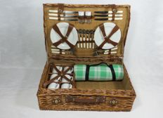 Large 6 Persons - Nostalgic reed picnic basket for classic car 61x41x20 cm.