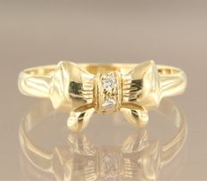 Yellow gold ring, 14 kt, set with two brilliant cut diamonds of approx. 0.5 ct in total – ring size 18 (56)