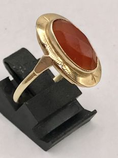 Large size, 14 kt gold women's ring with faceted oval carnelian - ring size is 19.5
