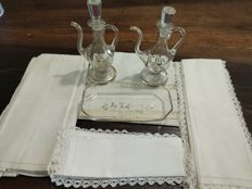 Mass kit in gilt glass with various linen accessories