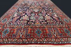 Extraordinary and elegant carpet from Qom, Iran. Natural cork wool. Flower pot and bird designs. Approx. 210 x 132 cm. Antique. First half of the 20th century, with certificate of authenticity and expertise. Private collection!