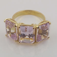18 kt yellow gold trilogy ring with spectacular natural kunzites of 16.85 ct. CGS certificate