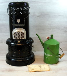 Valor antique oil stove with enamel oil can, United Kingdom, 20th century
