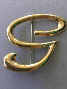 """Yellow gold brooch in the shape of the letter """"G"""" or """"S"""""""