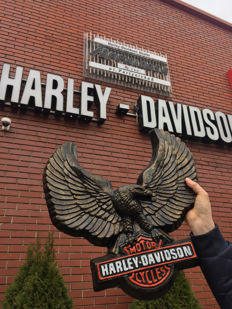 Large HARLEY DAVIDSON eagle - carved, limited edition No 13/100 convex handmade and painted advertising resine sign - 80s