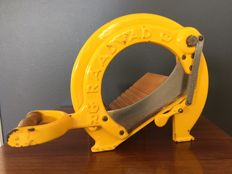 Vintage Raadvad bread slicer / cutter - yellow.