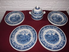 Sauce holder, 6 flat plates and 6 soup plates by Villeroy & Boch, from the Blue Castle series, beautiful classic design.