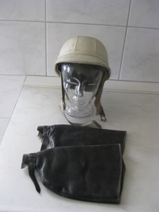 Moped / motorbike items - Oldtimer lot - leather jacket size 52 - old-timer helmet - leather hand warmers for steering