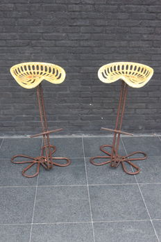 Kris Devillé – 2 x industrial bar stool with old tractor seat, in cast iron