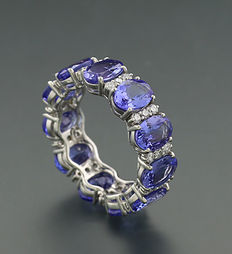 Tanzanite brilliant ring in total 8.70 ct, 750 / 18 t white gold - ring width:  55 *NO RESERVE PRICE*