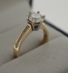 14 kt Yellow gold engagement ring inlaid with zirconia, ring size: 16