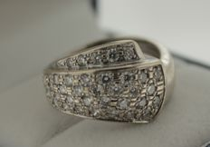 Solid 18 kt white gold cocktail ring inlaid with diamond, ring size: 17.5