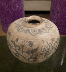 Small Vietnamese vase with floral decor Height 7 cm