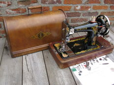 Singer 128K sewing machine complete with cover, 1916