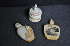 Lot of 2 snuffboxes and 1 ointment jar in ivory. China, circa 1920-1930.