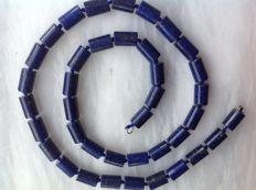 Lapis Lazuli necklace of 49 cm with 18 kt white gold clasp.